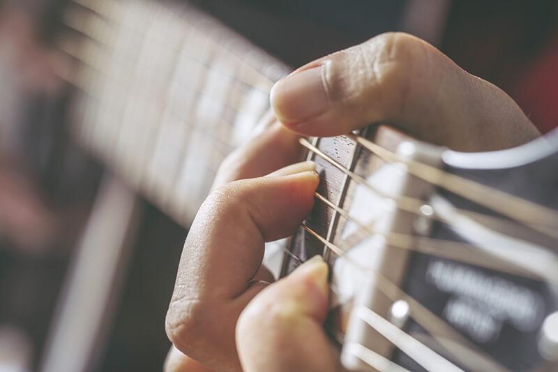 【ギター初心者のおすすめ練習方法2】左手:ギターのコードを楽しく・効率良く覚える方法