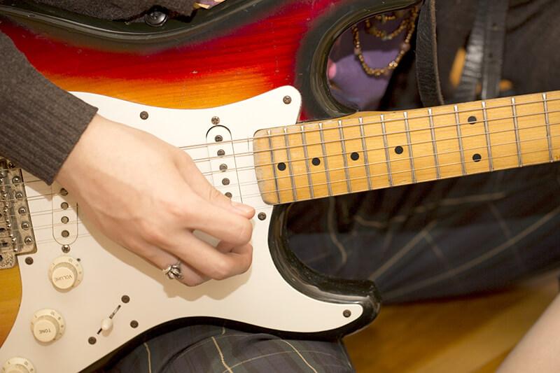 【ギター初心者のおすすめ練習方法3】右手:ストローク(振り)はシンプルなパターンから徐々に難しく