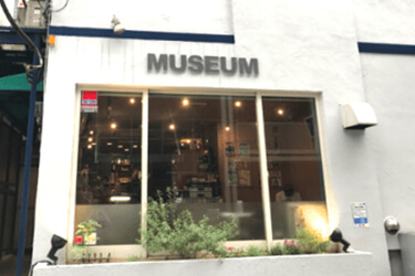 スタジオミュージアム新宿店